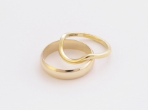 18ct gold shaped ring + 9ct gold mans ring