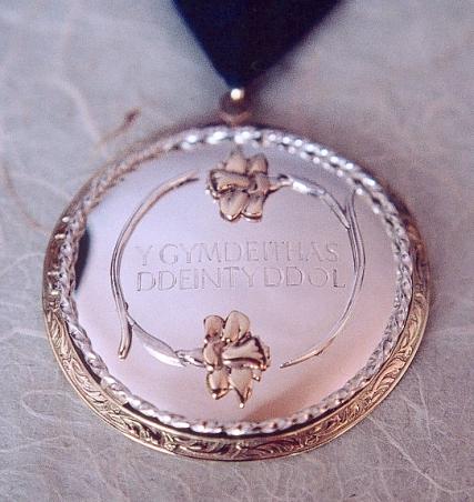Y Gymdeithas Ddeintyddol - presidential badge of honour